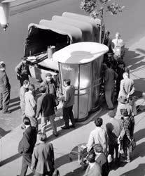 Posta - Új típusú nyilvános telefonfülke Budapesten
