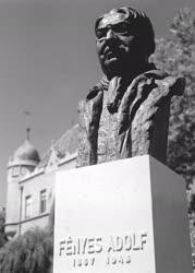 Képzőművészet - Fényes Adolf festőművész szobra