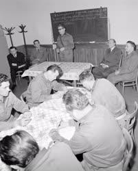 Belpolitika - Kádár János a munkásőrparancsnokok iskolájá