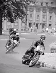 Sport - Budapesti Honvéd motorversenye a Népligetben
