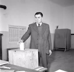 Belpolitika - Első tanácsi választás - Szavazás