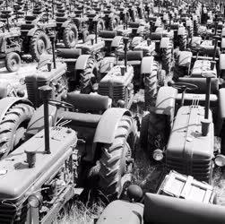 Kereskedelem - Új traktorok