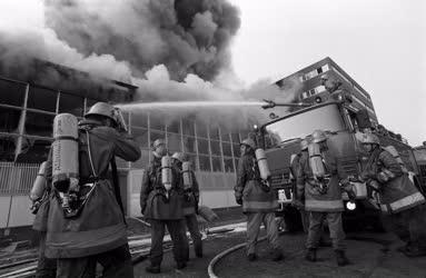 Baleset - Tűz a Mikroelektronikai Vállalatnál