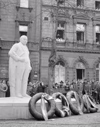 Kultúra - Felavatták Mikszáth Kálmán író szobrát Budapesten