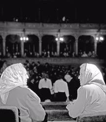 Kultúra - Gyulai tsz-tagok az Operában