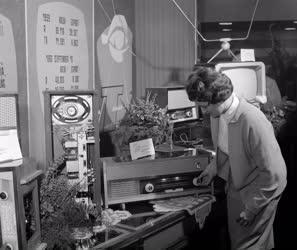 Technika - Televízió- és rádiókészülékek bemutatója