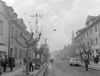 Városkép-életkép - Váci utcarészlet