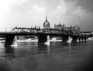 Ötvennégy éve adták át a forgalomnak az egykori Kossuth hidat