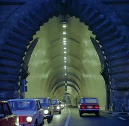 Városkép - A kivilágított alagút