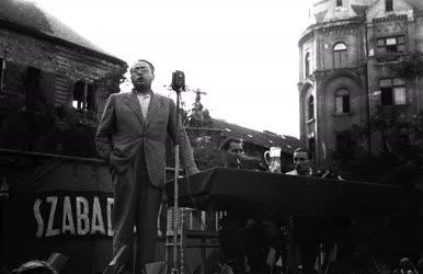 Belpolitika - Vas Zoltán beszédet mond a Klauzál téren