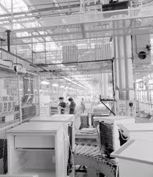 Ipar - Gépgyártás - Készül a Bosch háztartási hűtőszekrény
