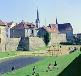 Városkép - Játszótér a Jurisich-vár alatt