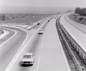 Életkép - Közlekedés - Autóforgalom az M7-es autópályán