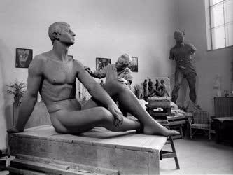 Kultúra - Ungvári Lajos Kossuth-díjas szobrászművész