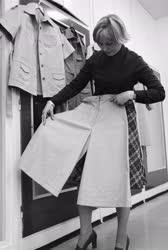 Ipar - Textilipar - Keki farmerruhák