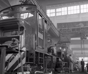Ipar - Diesel vonat készül a MÁV mellékvonalaira