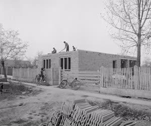 Életkép - Ipar - Lakást kapnak a vésztői romák