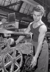 Feldolgozóipar - Goldberger Textilművek Technikuma
