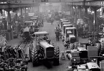 Ipar - Gépgyártás - Vörös Csillag Traktorgyár