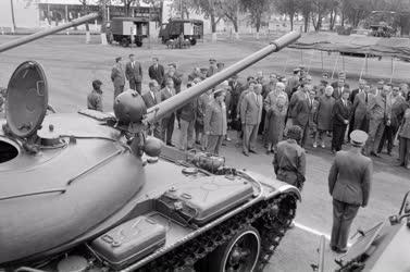 Belpolitika - Képviselőcsoport látogatása vidéki katonáknál