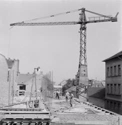 Építőipar - Lakóházépítés a Mérei utcában