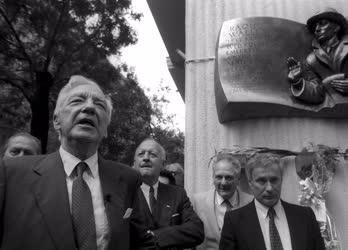 Külkapcsolat - Raoul Wallenberg domborművének avatása