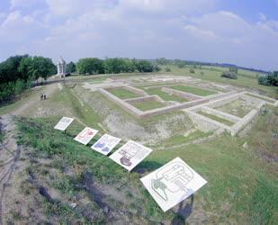 Kultúra - A középkori monostor romjai és a tympanon Ópusztaszeren