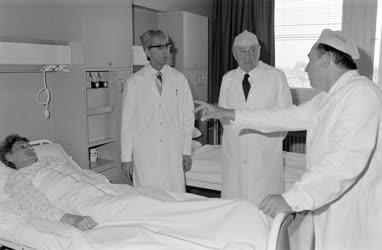 Belpolitika - Kádár János a Dél-Pesti Kórházban