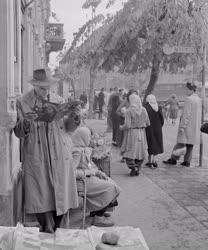 Városkép-életkép - Egy váci buszmegállóban