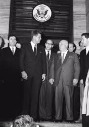 Külpolitika - Hruscsov a bécsi amerikai nagykövetségen