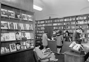 Belkereskedelem - Idegennyelvű könyvesbolt
