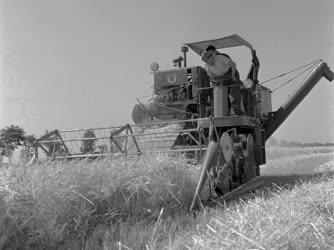 Mezőgazdaság - A B-62-es típusú kombájn próbaaratása