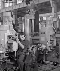 Ipar - A Csepeli Szerszámgépgyárban