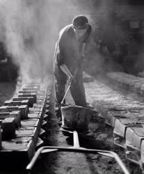 Ipar - Kohászat - Öntőszerszám tisztítása