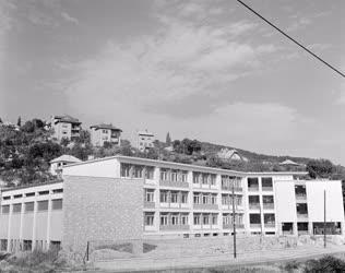 Városkép - Oktatás  - Új iskola a Pasaréti úton
