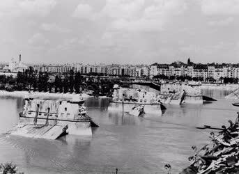 Történelem - A fasiszták által felrobbantott Margit híd