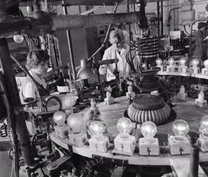 Ipar - A Tungsram kaposvári gyárában