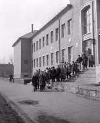 Oktatás - Tizenkét évfolyamos iskola