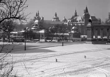 Városkép-életkép - A Hősök tere télen