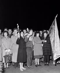 Belpolitika - Fáklyás felvonulás a Kommunisták Magyarországi Pártjának évfordulóján