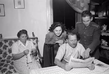 Életkép - Szociálpolitika - Makovits Gusztáv és családja otthon