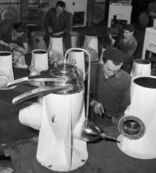 Ipar - Gépipar - Tejszeparátor gyártása a Zuglói Gépgyárban