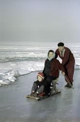 Téli sportok - Befagyott a Balaton
