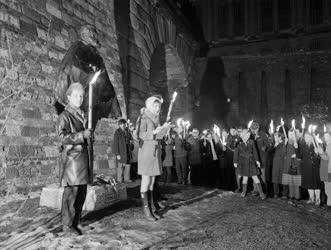 Ünnep - Fáklyás megemlékezés a Táncsics-szobornál március 15-én