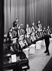 Kultúra - A KISZ Központi Művészegyüttes Harmonika Zenekara