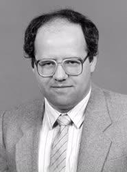 Belpolitika - Dr. Tölgyessy Péter