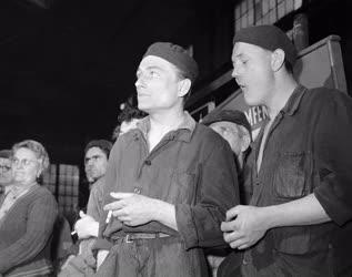 Ipar - Röpgyűlés a Klement Gottwald Villamossági Gyárban