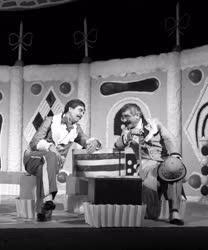 Mézeshét - bemutató a József Attila Színházban