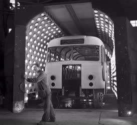Ipar - Közlekedés - Kocsiszekrény szárítás az Ikarus Gyár