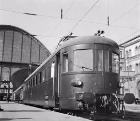 Közlekedés - Új vasúti motorkocsi próbaútja